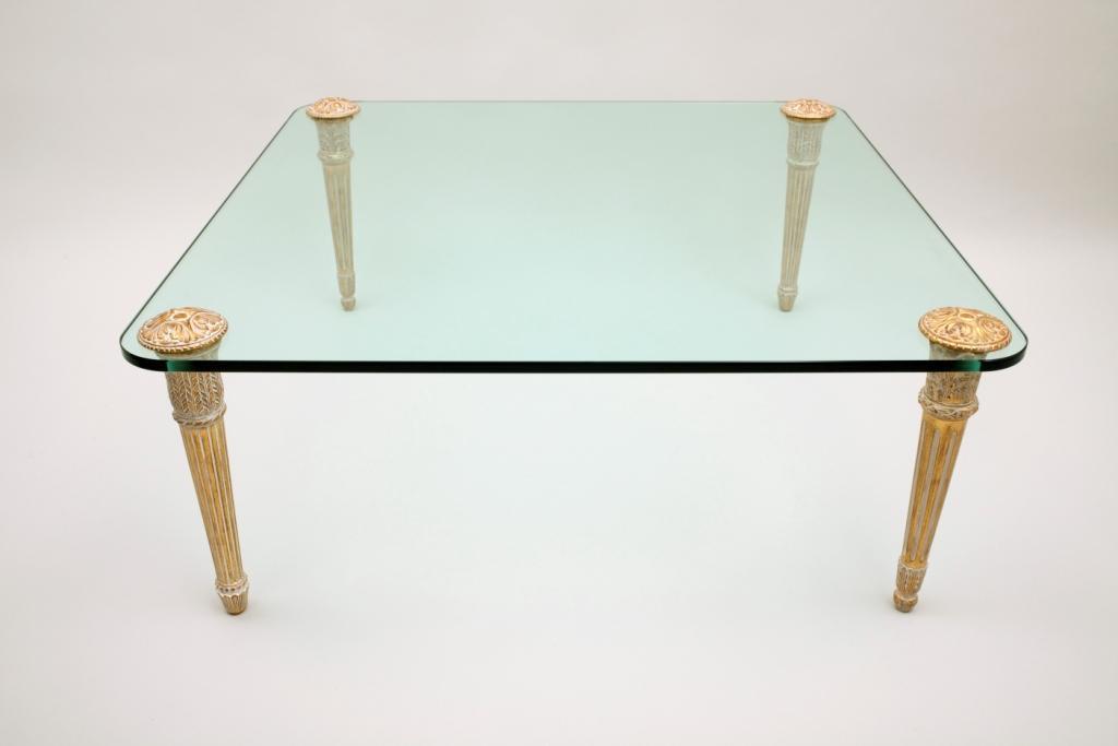 table basse dor e avec un verre dessus. Black Bedroom Furniture Sets. Home Design Ideas